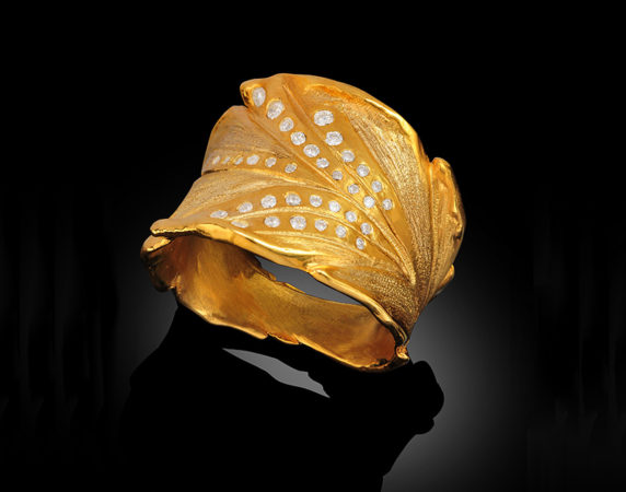 Ring-Banana-Leaf-18k-and-Diamonds